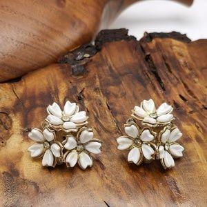 Vintage acrylic white cluster flower bouquet rhine